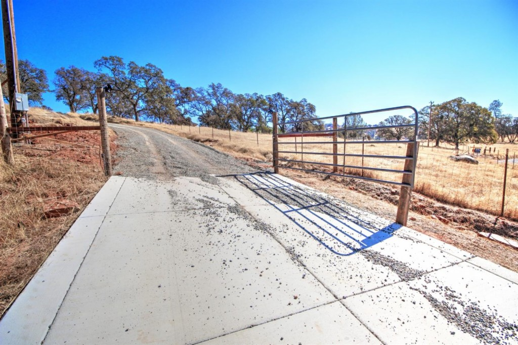 9060 Valley Rd - photo 4
