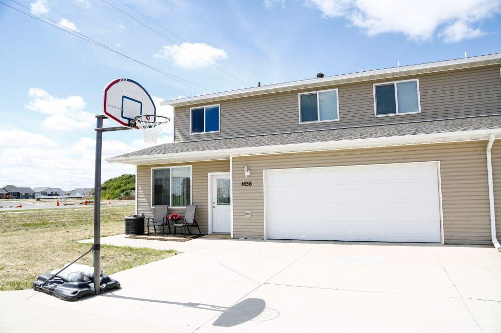 1635 35th Ave SE, Minot in Ward County, ND 58701 Home for Sale