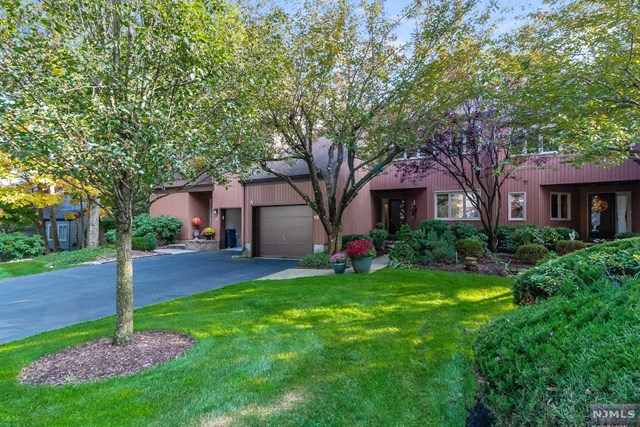 15 North Bayard Lane, Mahwah, New Jersey