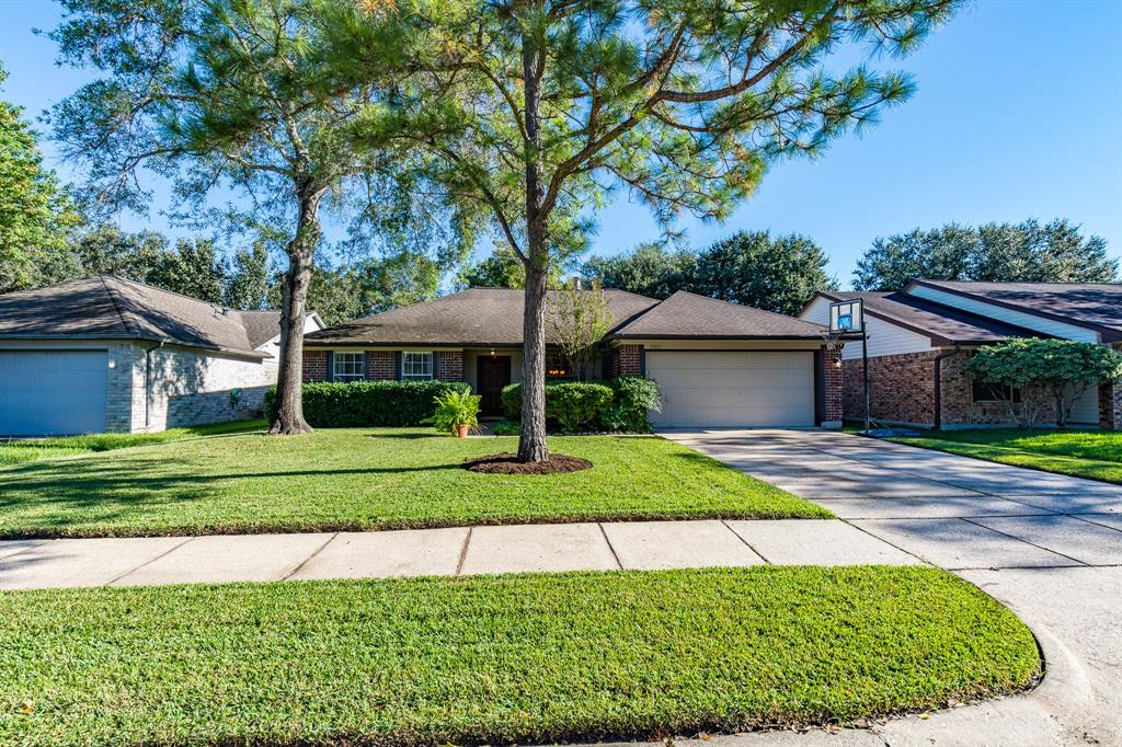 15803 Heritage Falls Drive, Friendswood in Harris County, TX 77546 Home for Sale