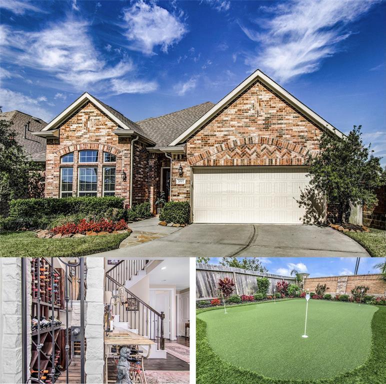 Golf Course property for sale at 2002 Nogalas Lane, League City Texas 77573