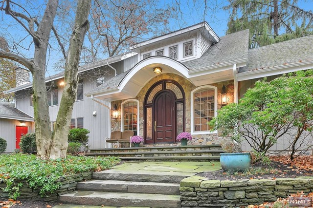21 Midvale Mountain Road, Mahwah, New Jersey