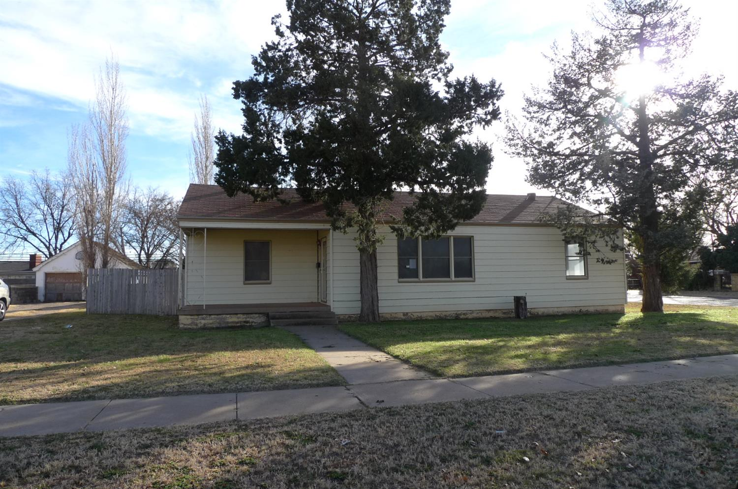 Photo of 802 East Tate Street  Brownfield  TX