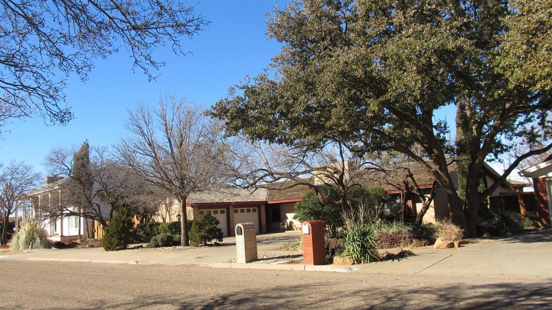 Photo of 1580 West Crosby Street  Slaton  TX