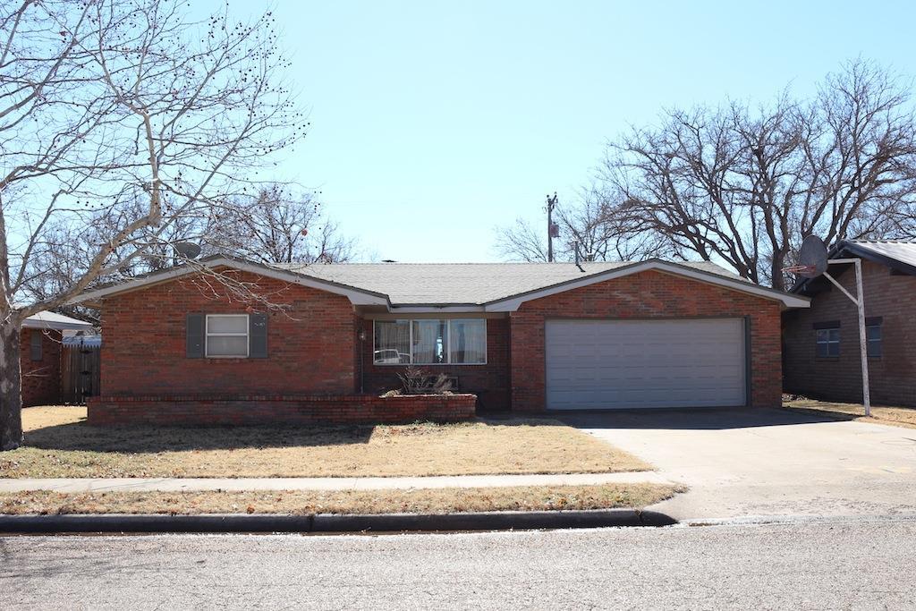Photo of 810 6th Place  Idalou  TX