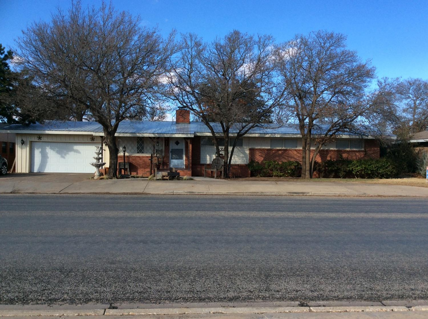 Photo of 411 Hickory Street  Levelland  TX