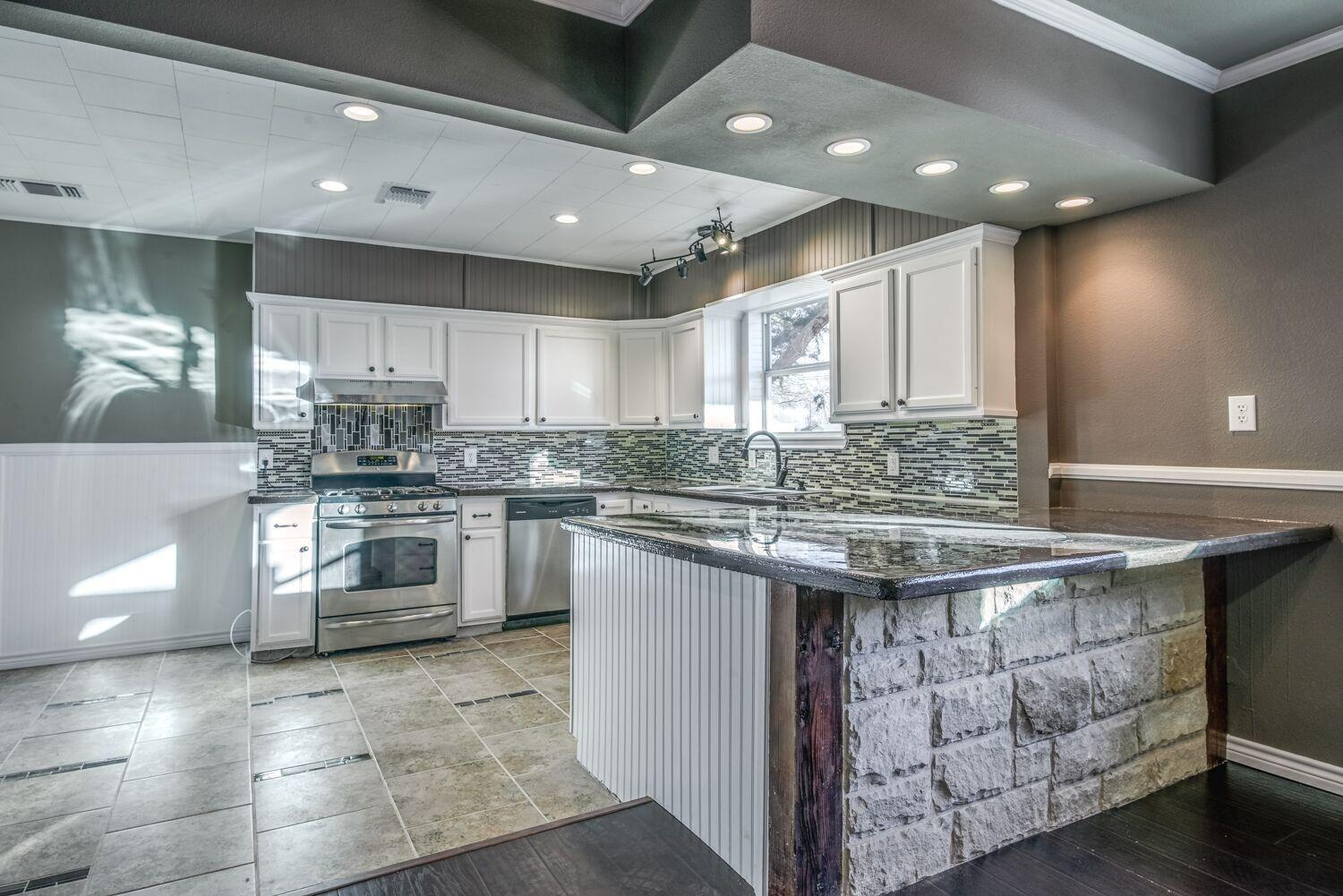 Photo of 1005 8th Street  Shallowater  TX