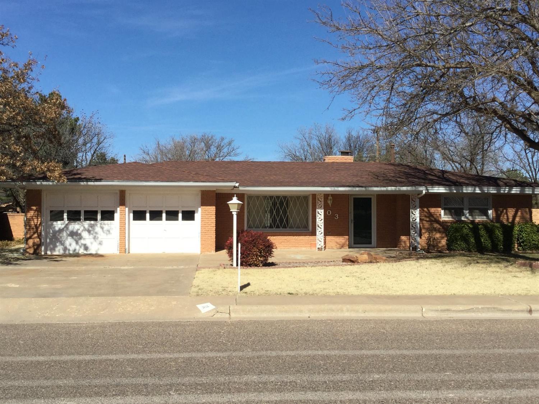 103 Tanglewood Ln, Levelland, TX 79336