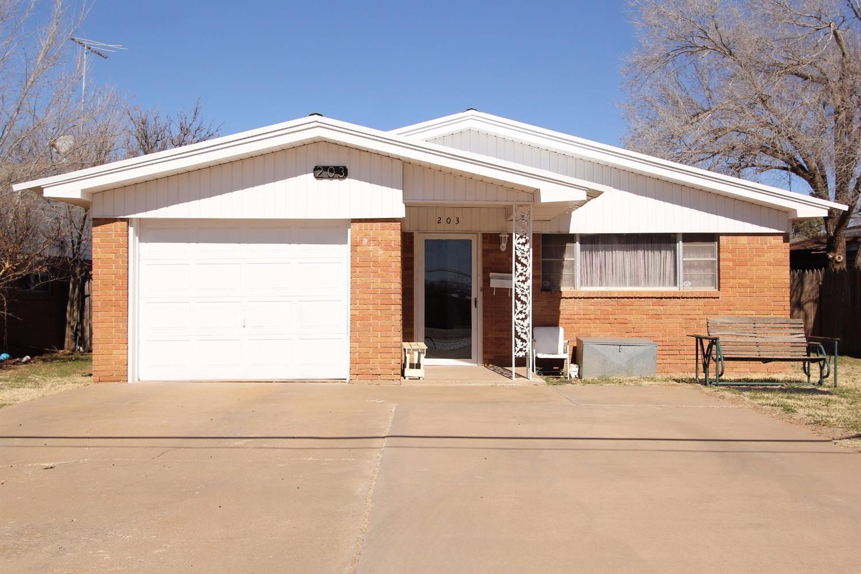 203 Cactus Dr, Levelland, TX 79336