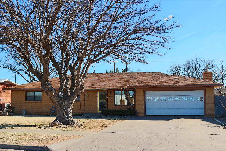 Photo of 907 Bradley Street  Lubbock  TX