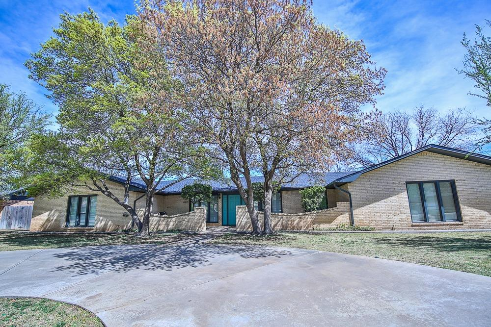 Photo of 306 Lometa Drive  Plainview  TX