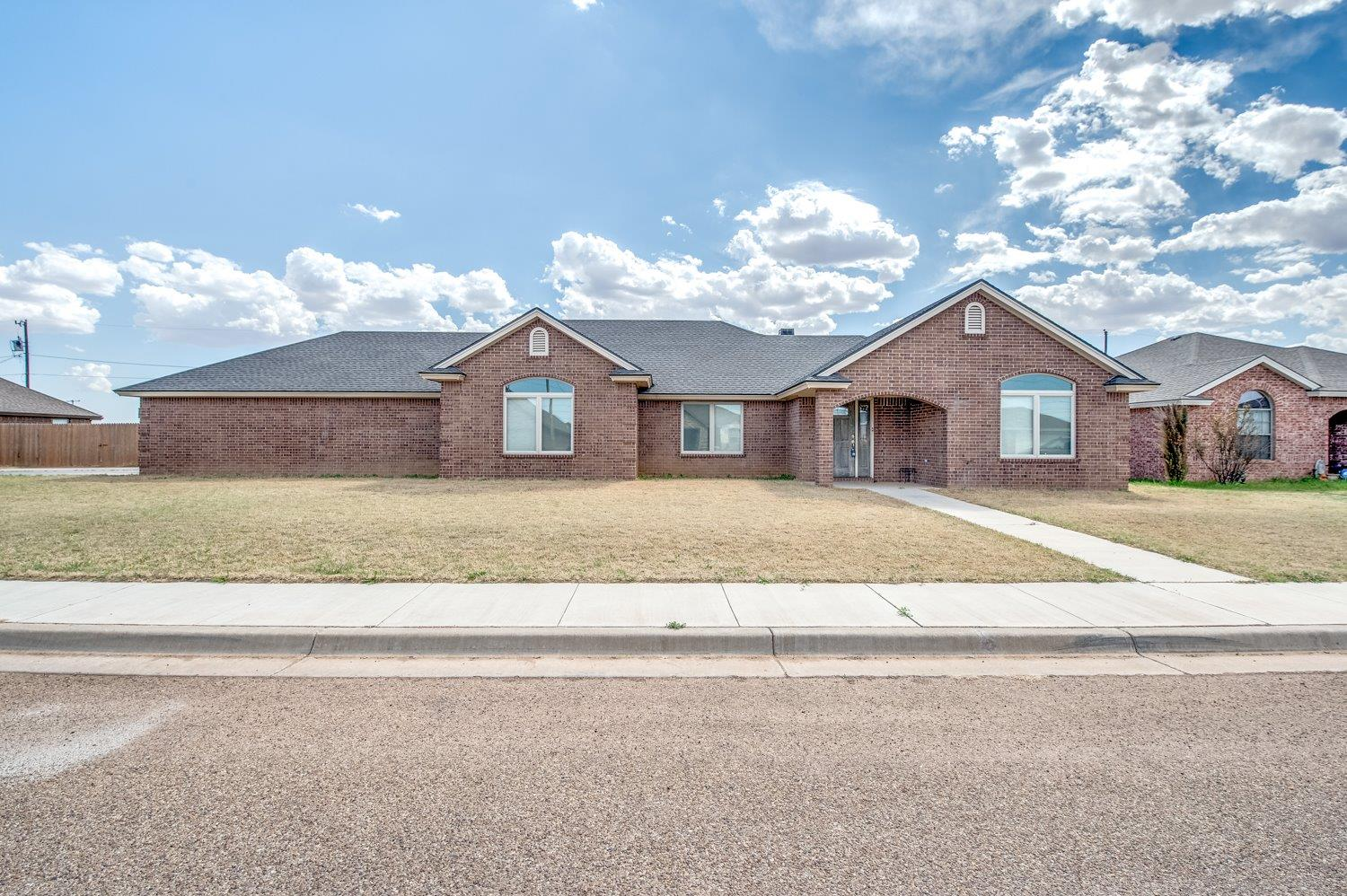 811 12th St, Wolfforth, TX 79382