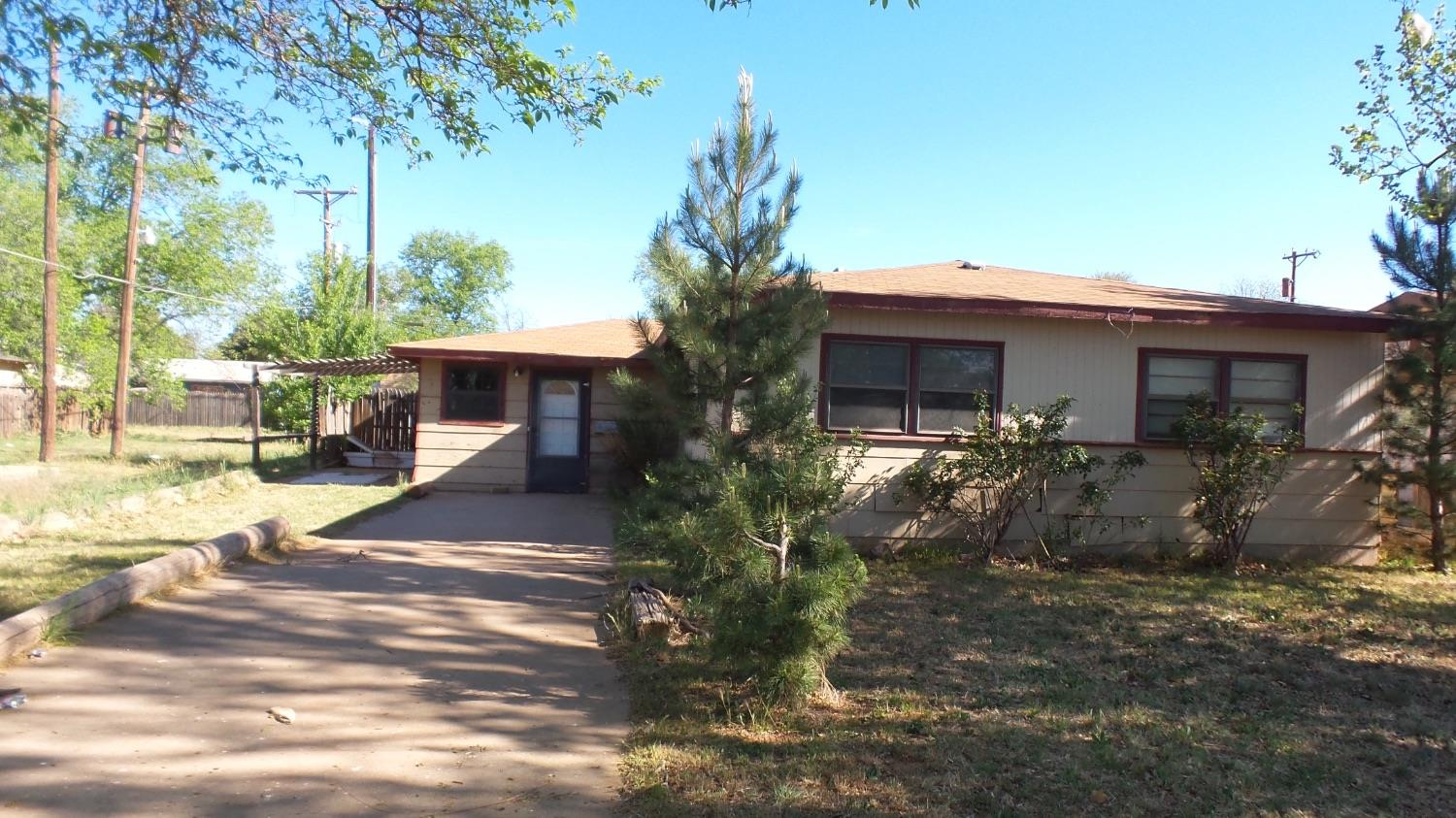 Photo of 703 East Yucca Lane  Brownfield  TX