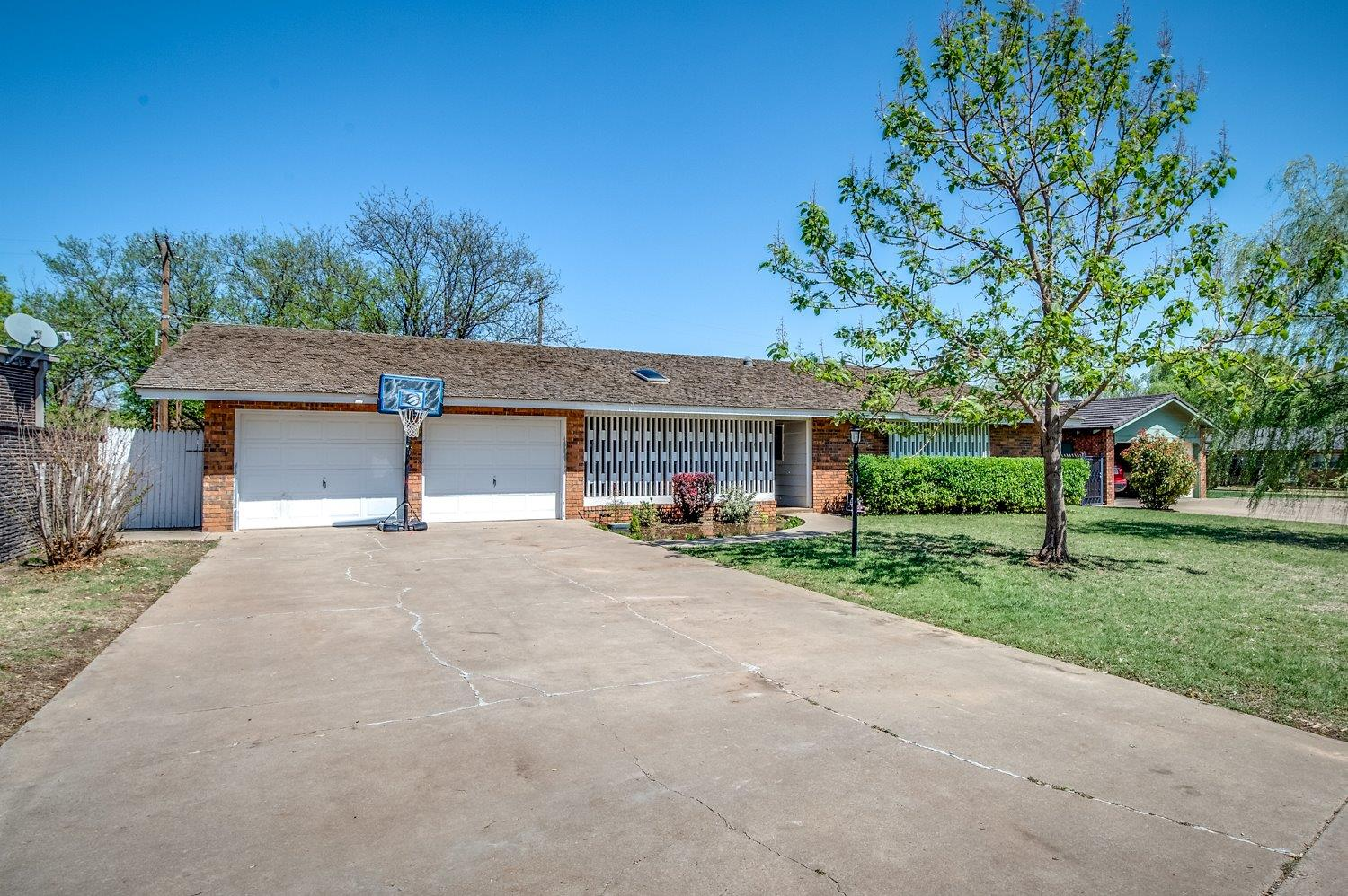 Photo of 1006 Holliday  Plainview  TX