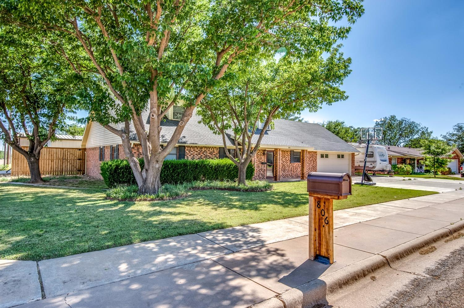 Photo of 806 14th Street  Shallowater  TX