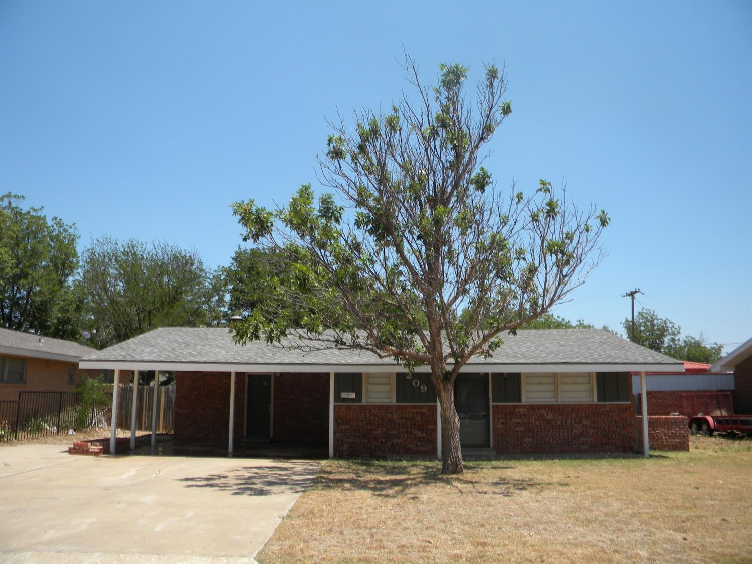 Photo of 209 Detroit Drive  Levelland  TX