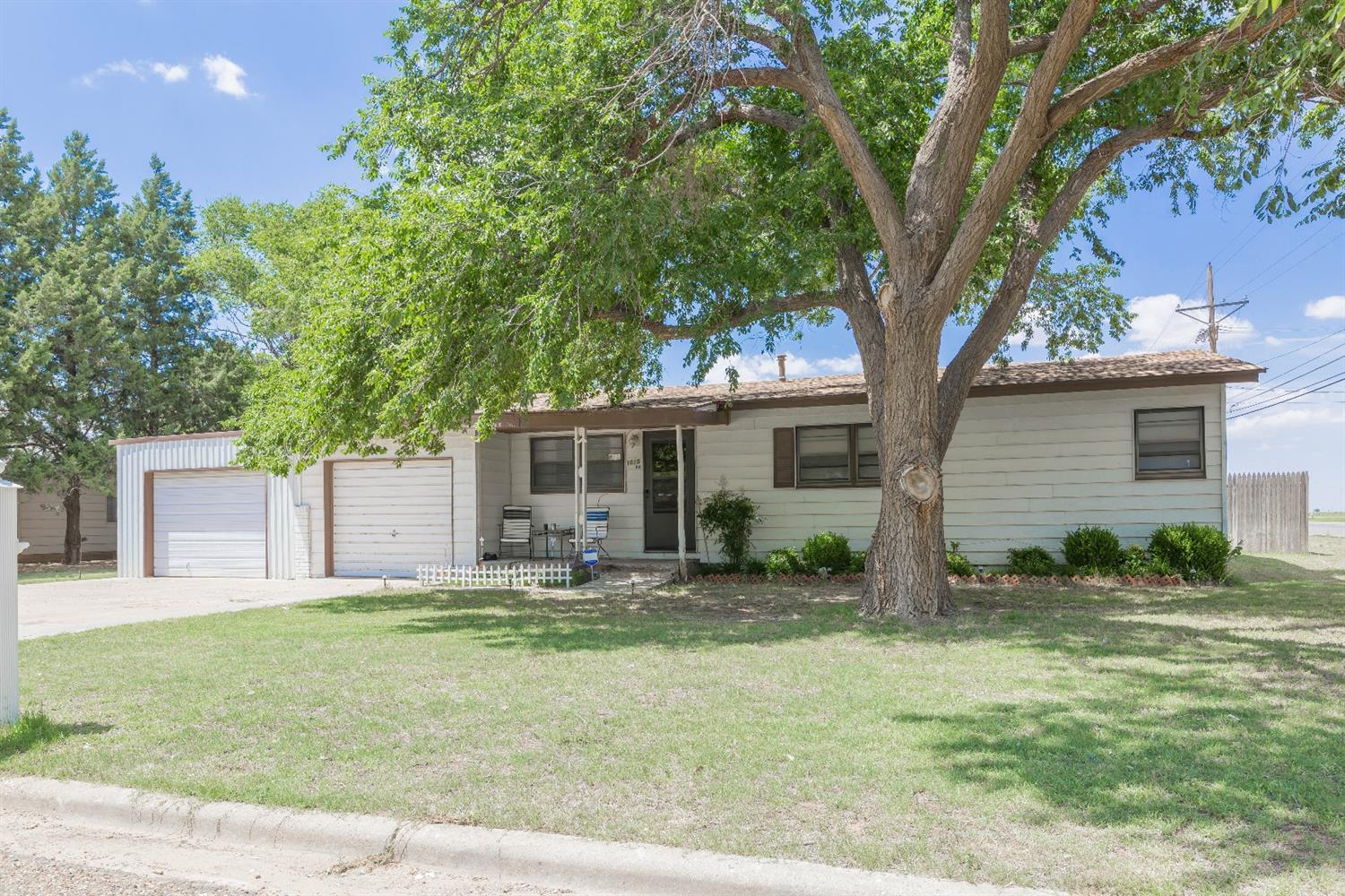 Photo of 1015 13th Street  Shallowater  TX