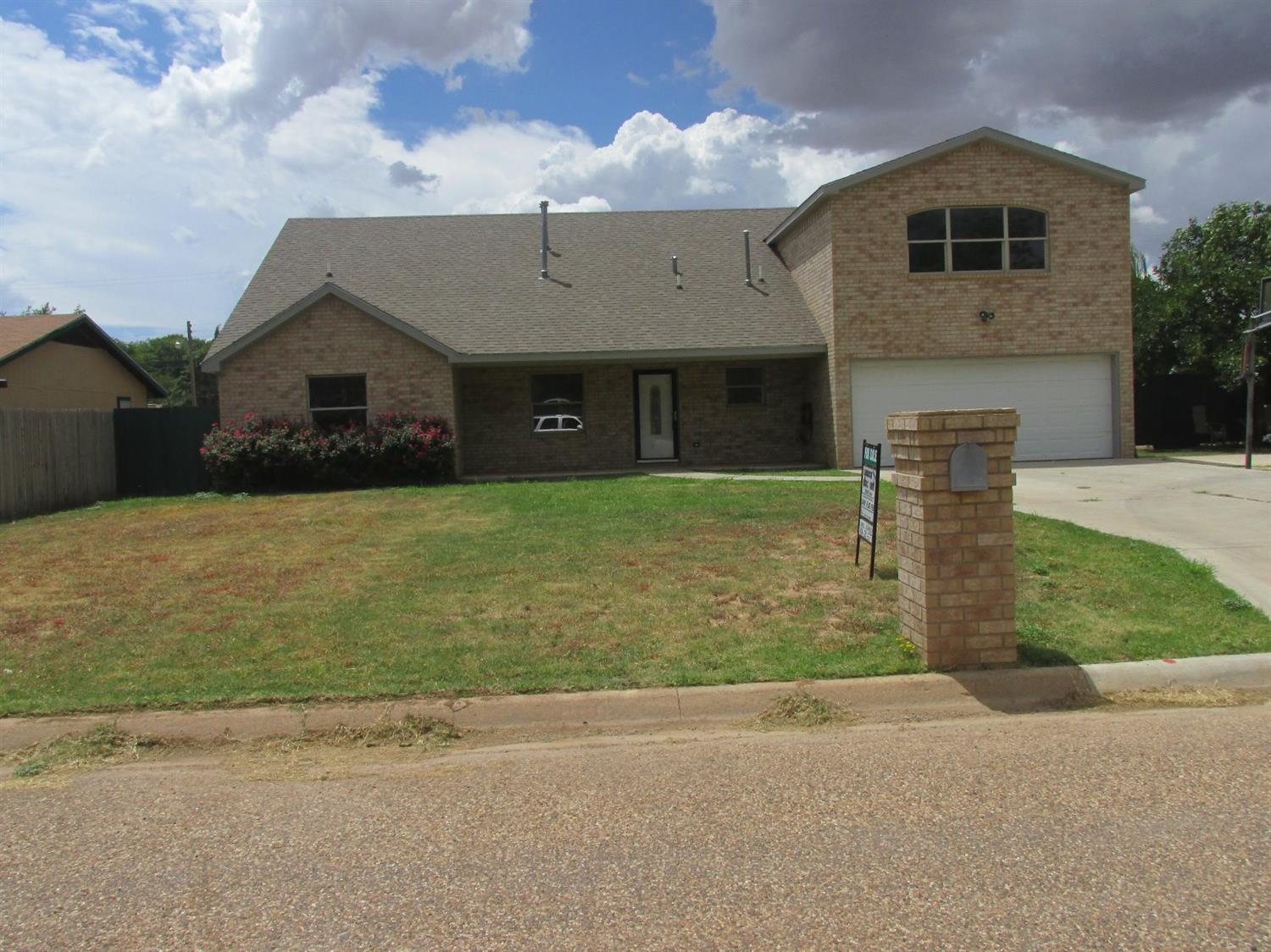Photo of 1025 South 15th Street  Slaton  TX