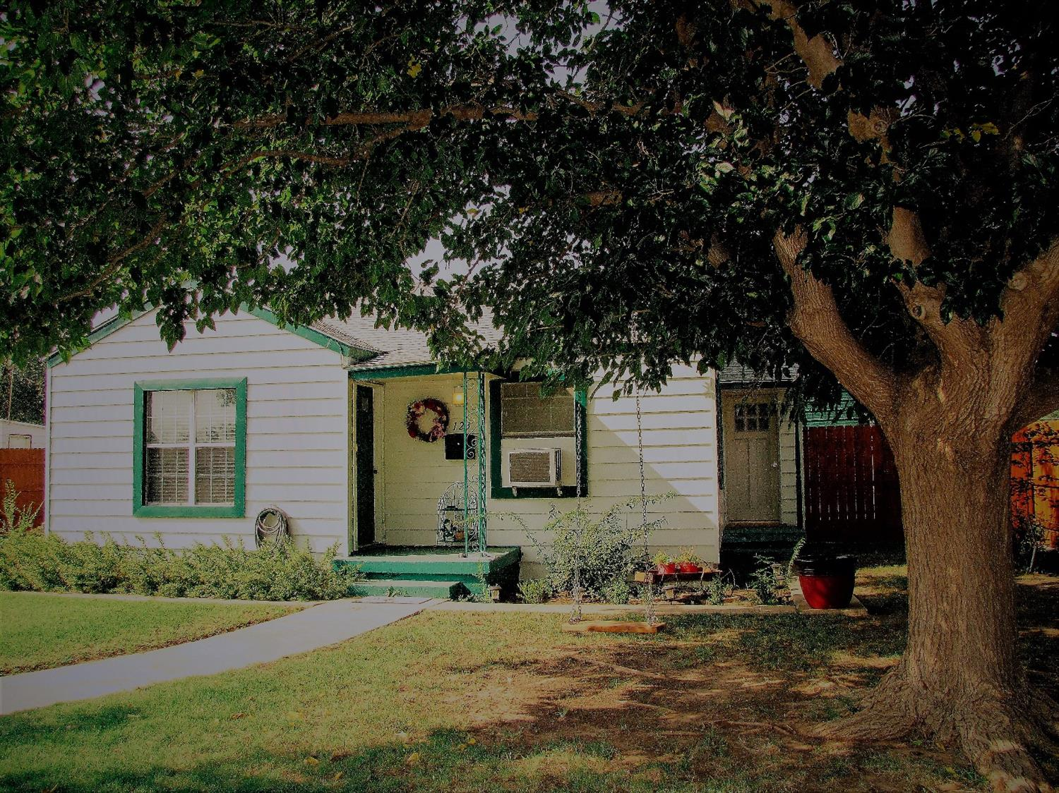 Photo of 123 Hicks Place  Levelland  TX