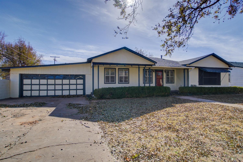 1613 N 3rd Street Tahoka, TX 79373