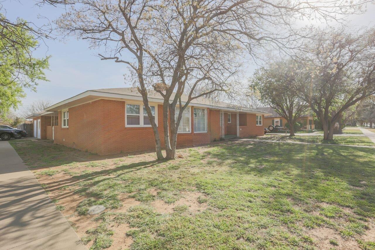 805 W Lubbock Street Slaton, TX 79364