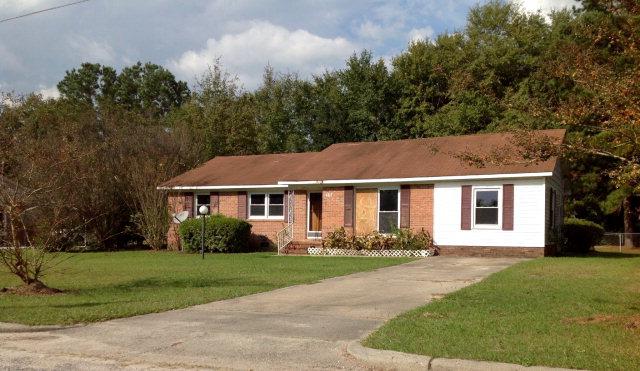 402 Smith St, Maxton, NC 28364