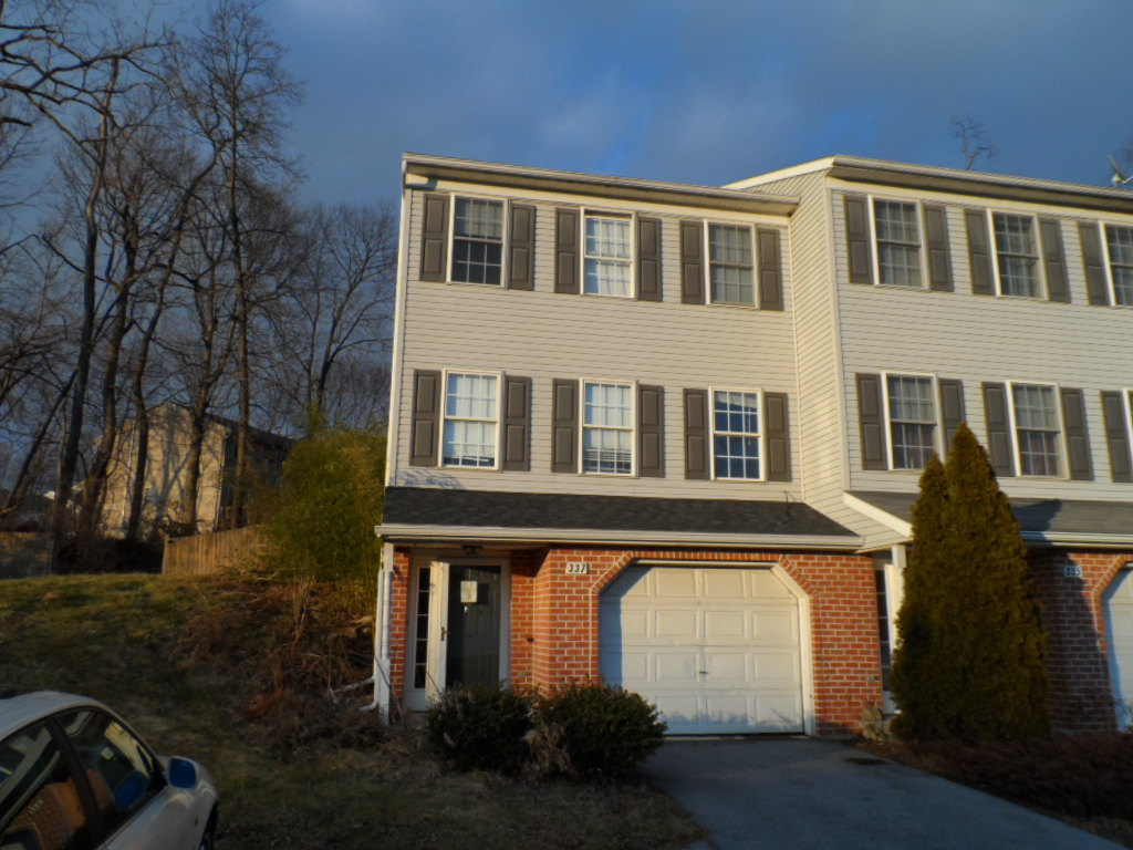 337 Crosswinds Dr, Lititz, PA 17543