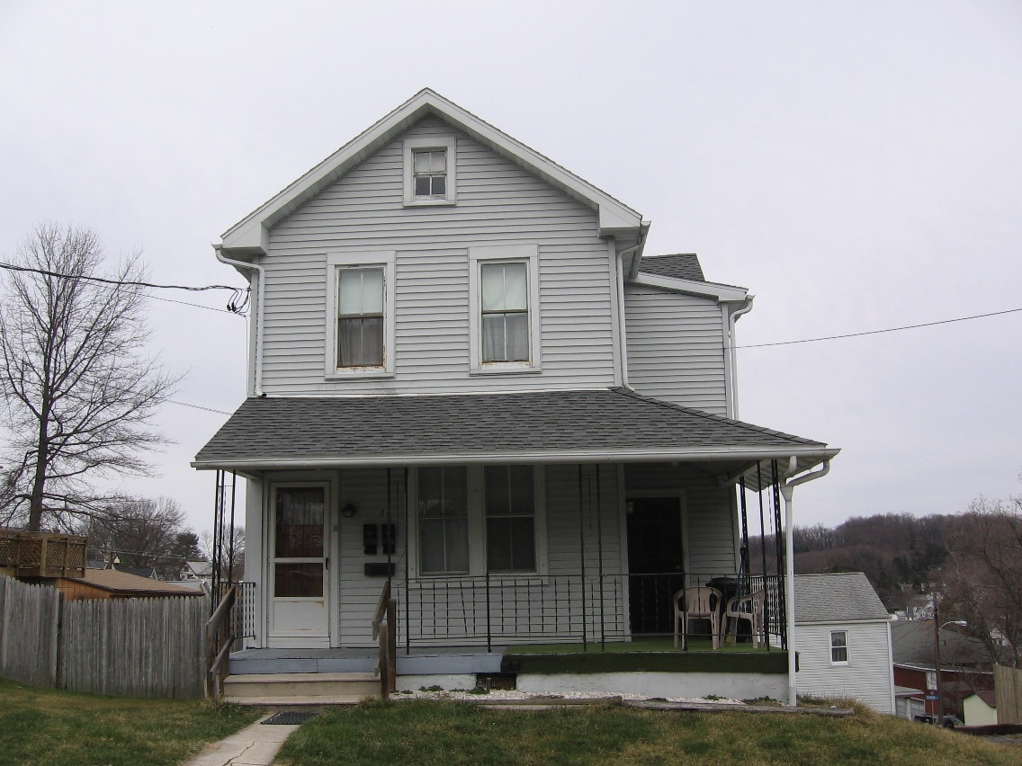 11 Maple St, Mohnton, PA 19540
