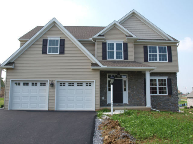 204 Leeann Ct, New Holland, PA 17557