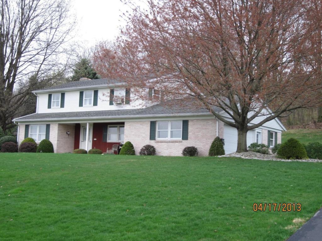 1168 Brownstone Ridge Dr, New Holland, PA 17557