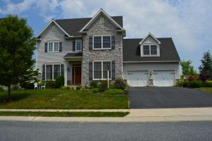 323 Bowyer Ln, Lititz, PA 17543