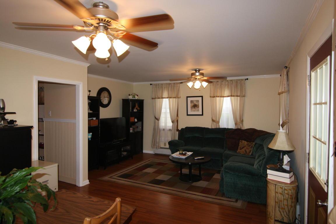 24 E Carpenter Ave, Myerstown, PA 17067