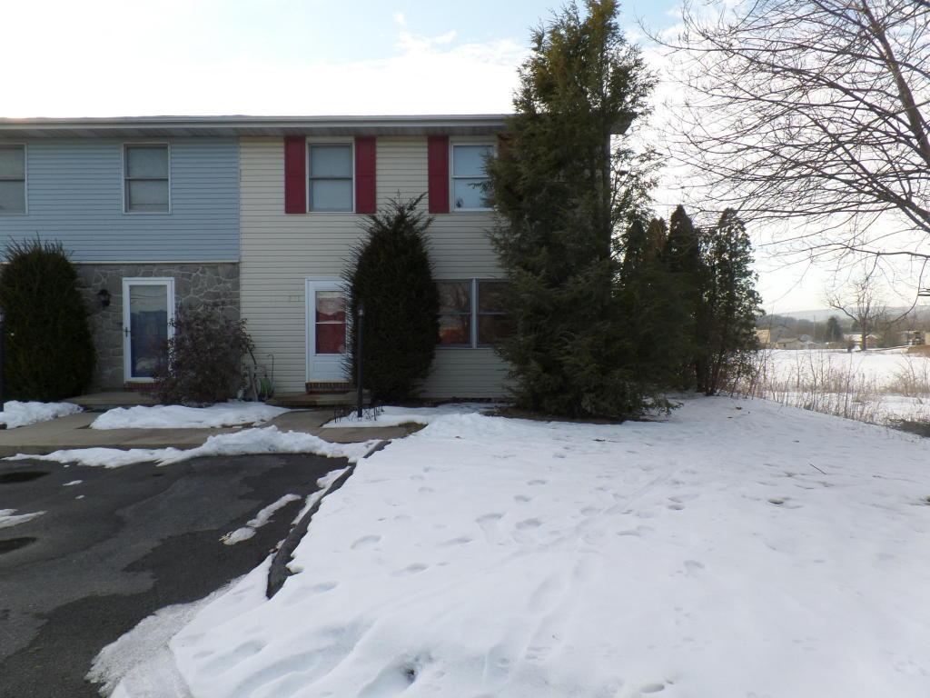 231 N Center St, Fredericksburg, PA 17026