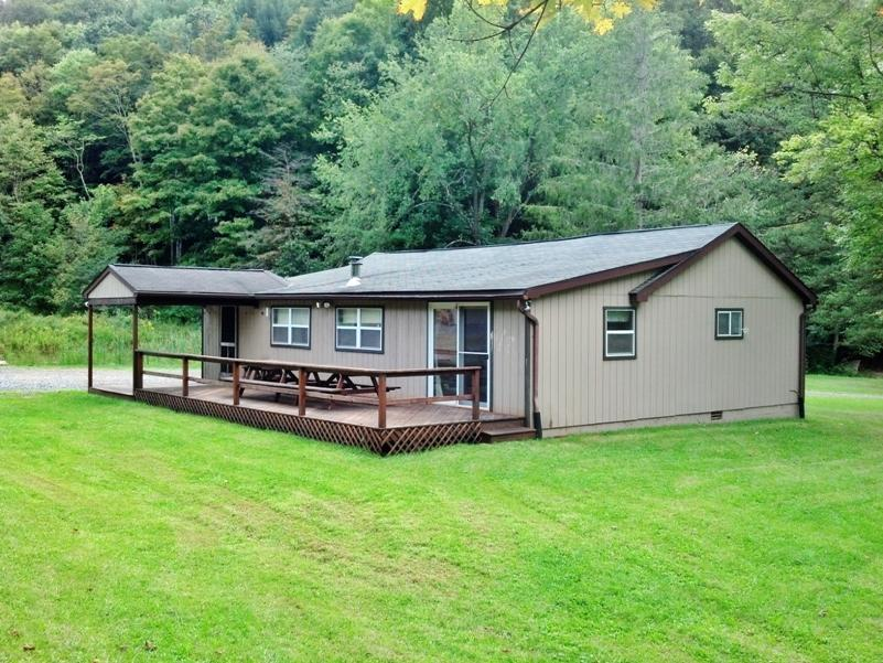 10517 Harkers Dr, Mill Creek, PA 17060