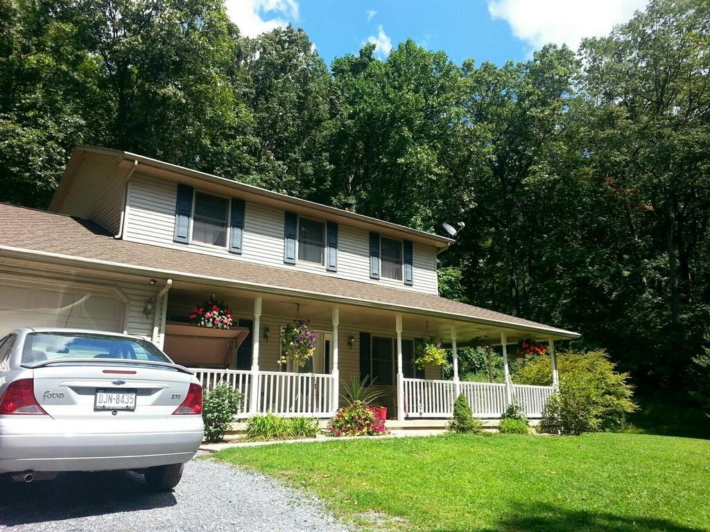 1175 Pine Grove Rd, Fredericksburg, PA 17026
