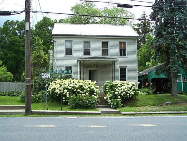 5558 Elizabethtown Rd, Lawn, PA 17041