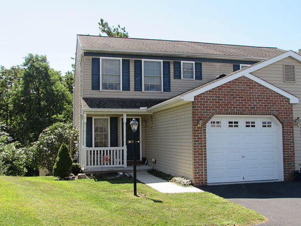 359 Swatara Creek Dr, Jonestown, PA 17038