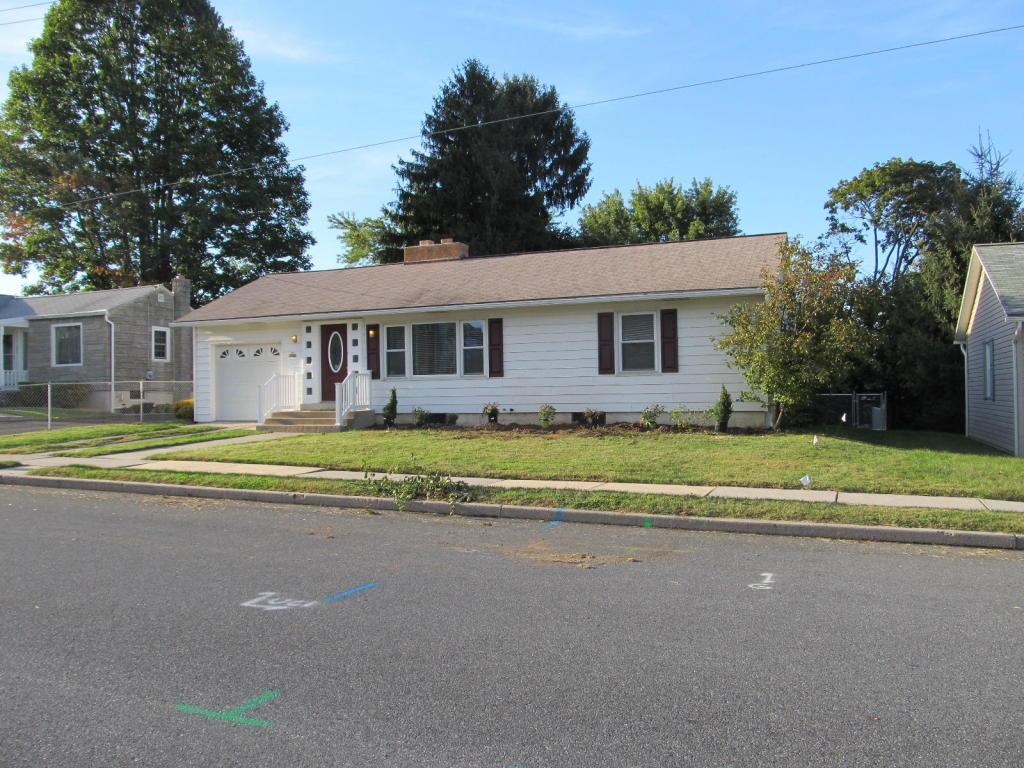 221 W Walnut St, Cleona, PA 17042