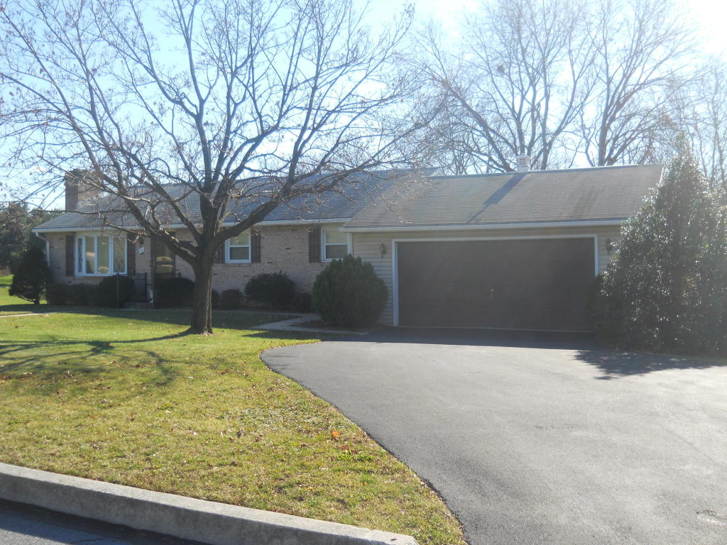 16 Valley Dr, Annville, PA 17003