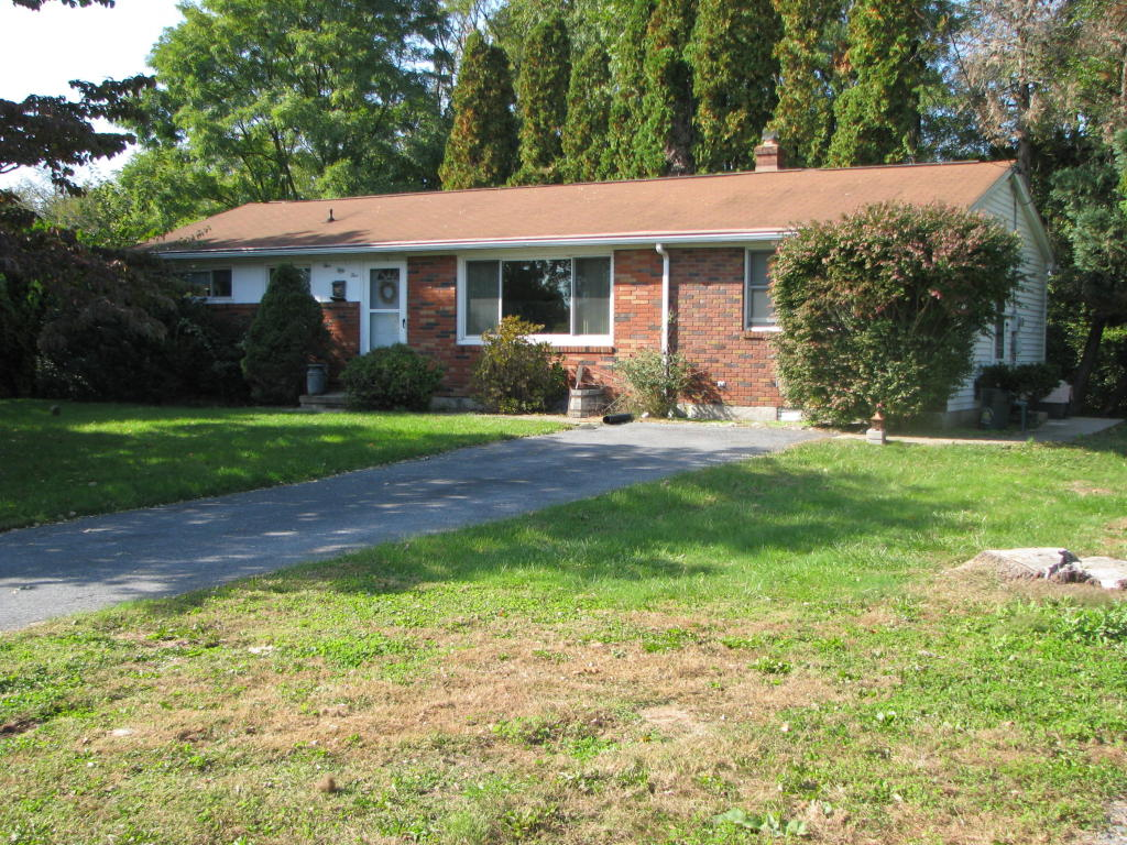 555 E Pine St, Cleona, PA 17042