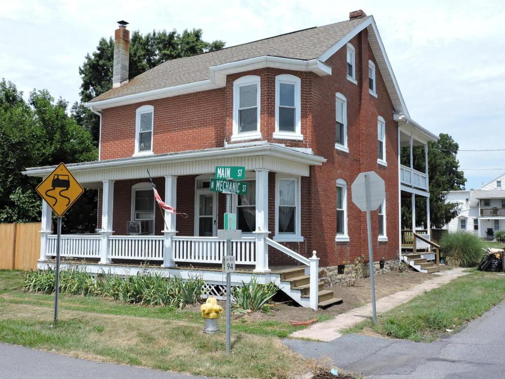 126 W Main St, Fredericksburg, PA 17026
