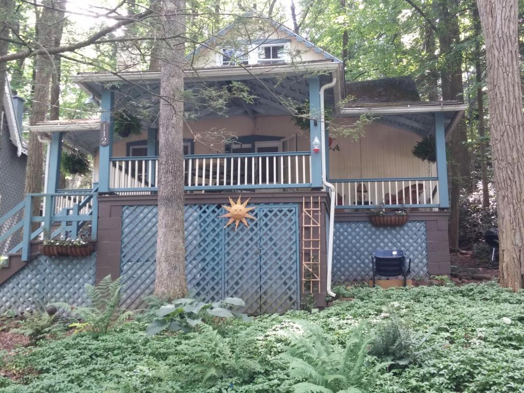 112 Columbia Ave, Mount Gretna, PA 17064