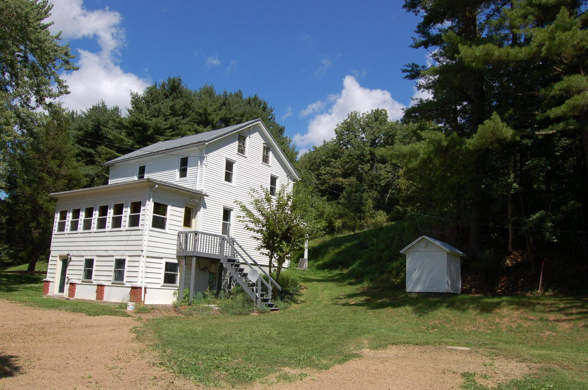 42 Green Point School Rd, Jonestown, PA 17038