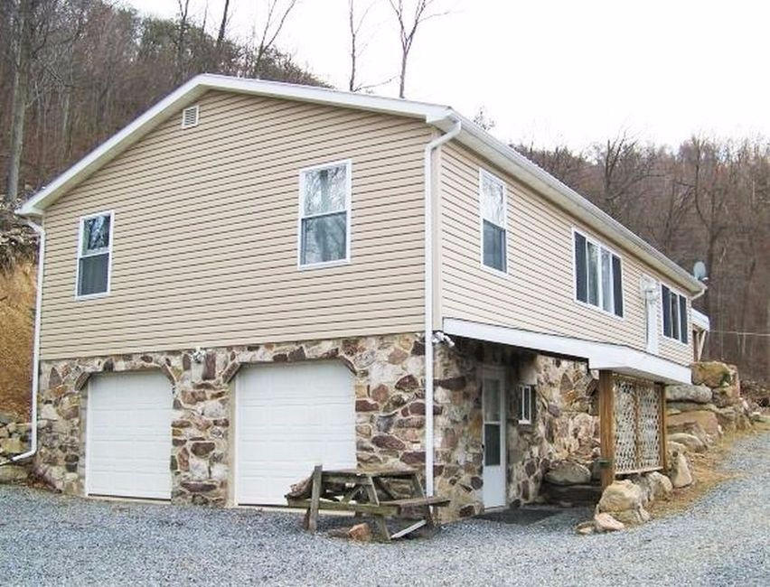 19277 Chipmunk Dr, Orbisonia, PA 17243