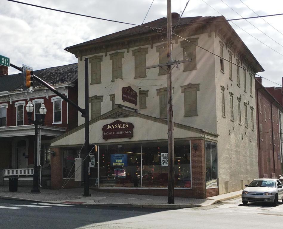40 W Main St, Ephrata, PA 17522