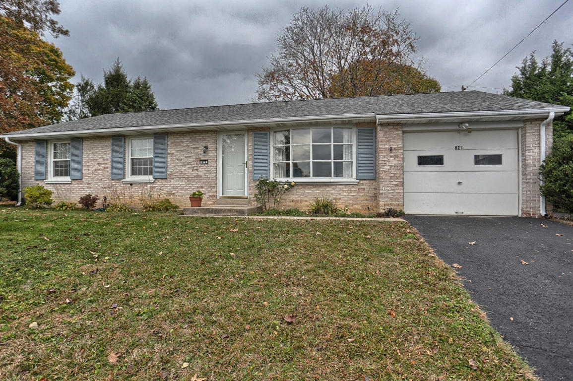 Photo of 821 IMPERIAL DRIVE  LANCASTER  PA