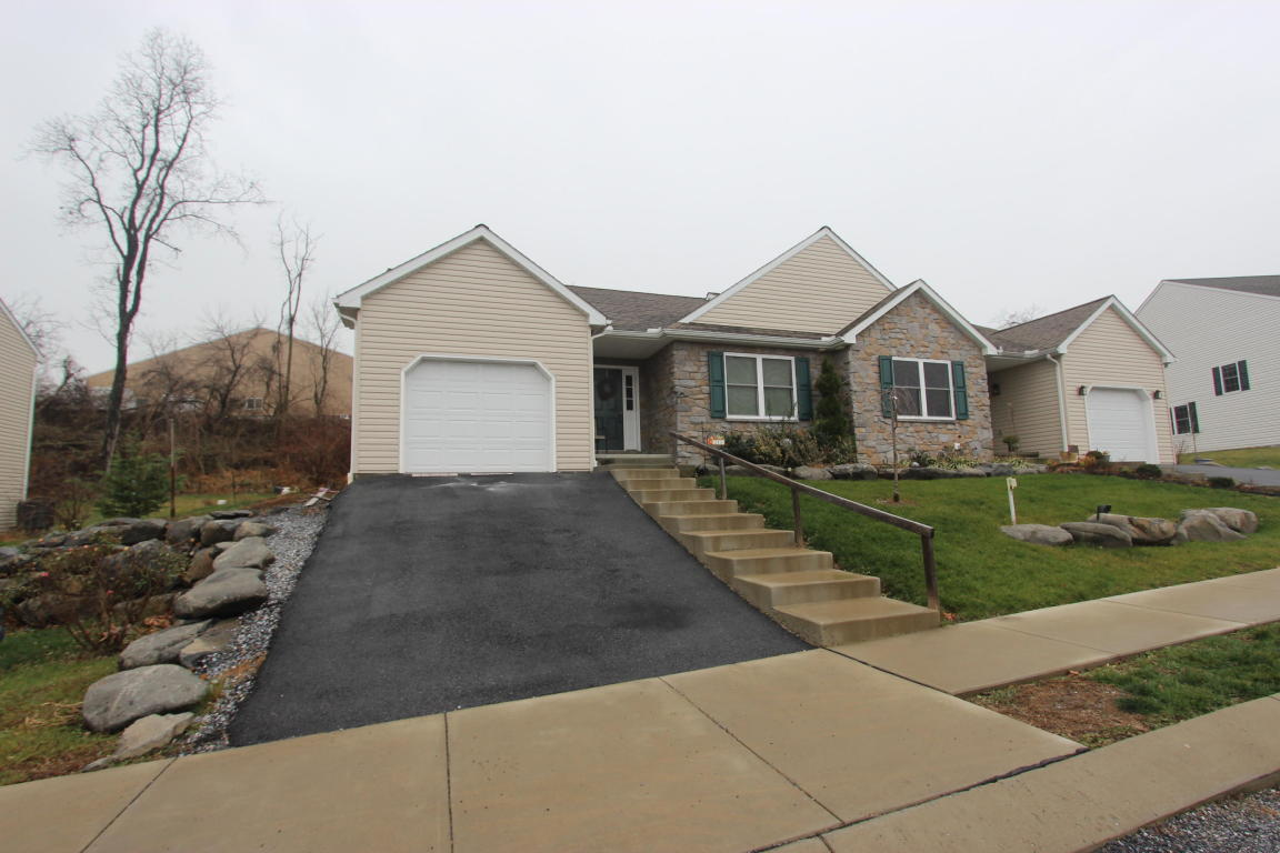 213 Red Fern Dr, East Earl, PA 17519