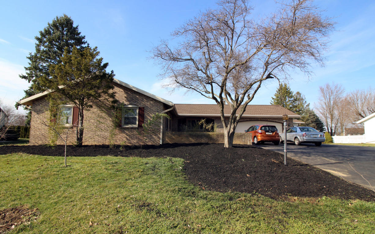 3371 Rothsville Rd, Akron, PA 17501