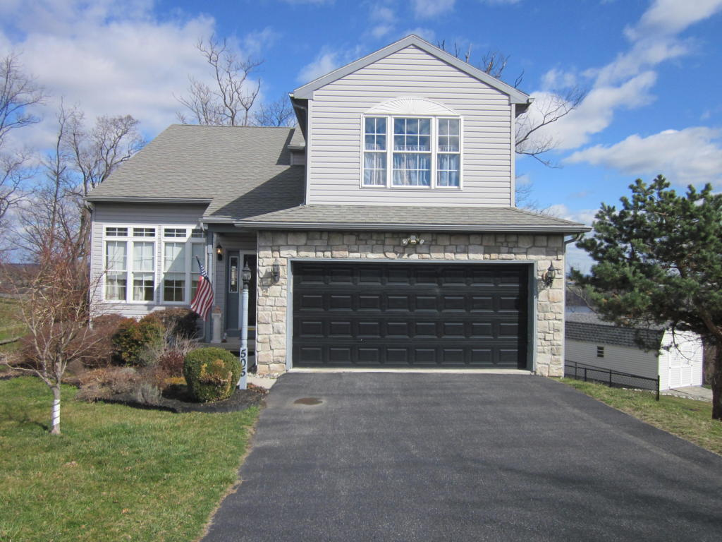 Photo of 505 N BURBERRY LANE  MOUNT WOLF  PA