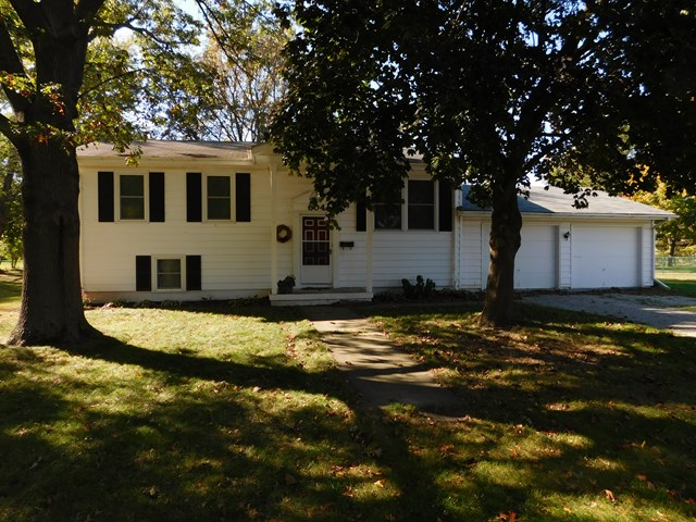 Photo of 604 Stanley Dr  Fairbury  IL
